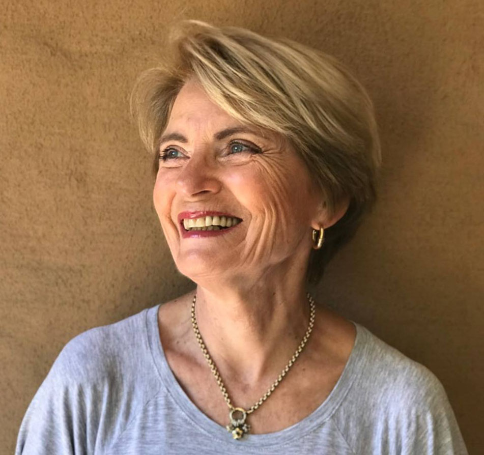 <strong>Author:</strong> <strong>Beverly Theobald</strong><br><br>